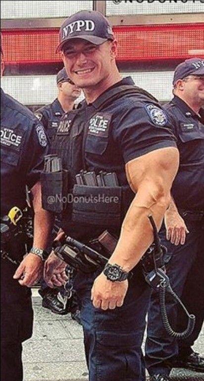 Muscolo poliziotto porno gay