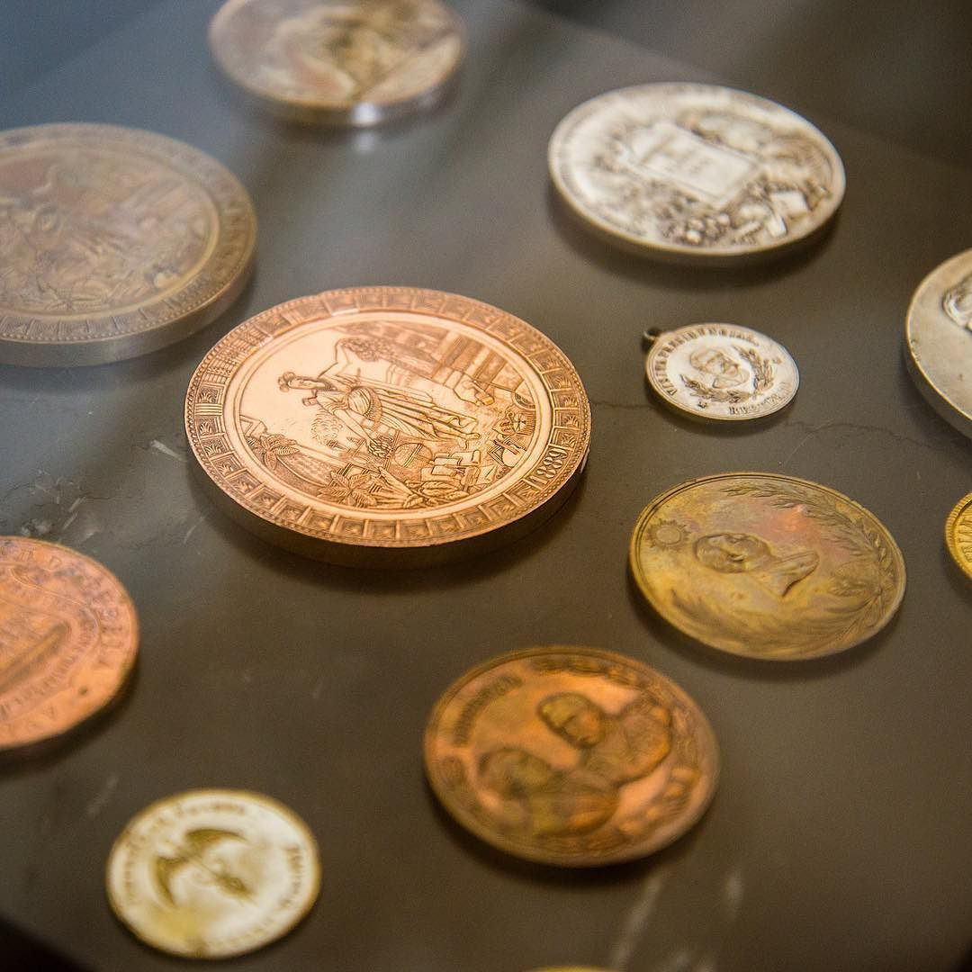 Memories - Chapultepec castle - Mexico #coins #gold #castle #mexicocity #cdmx #photography #nikond600 #photo #camiloyepesph #dailythreep #daily3p  #photo #nikon  #colombia #nikon_official #instapic #nikond610 #daily #trip #travel