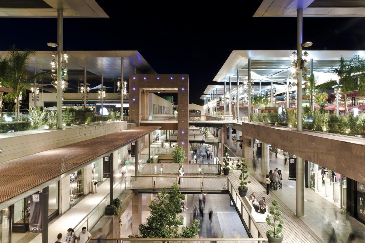 Centros comerciales con espacios abiertos buscar con - Espacios comerciales arquitectura ...