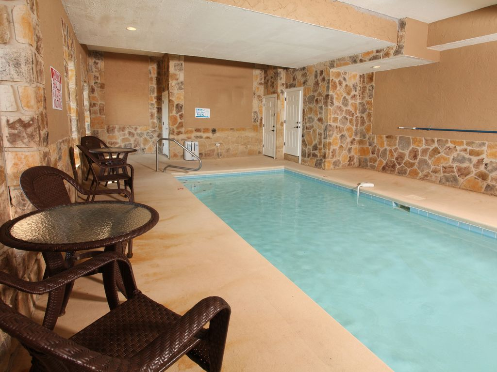 Perfectly Gorgeous 6 Bedroom Cabin With In Cabin Pool And Amenities Galore Pigeon Forge In 2020 Indoor Pool Lodge Pool
