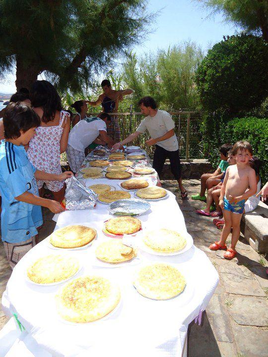 Concurso de tortilla de patata en el #camping de  #Isla #Cantabria  #Spain