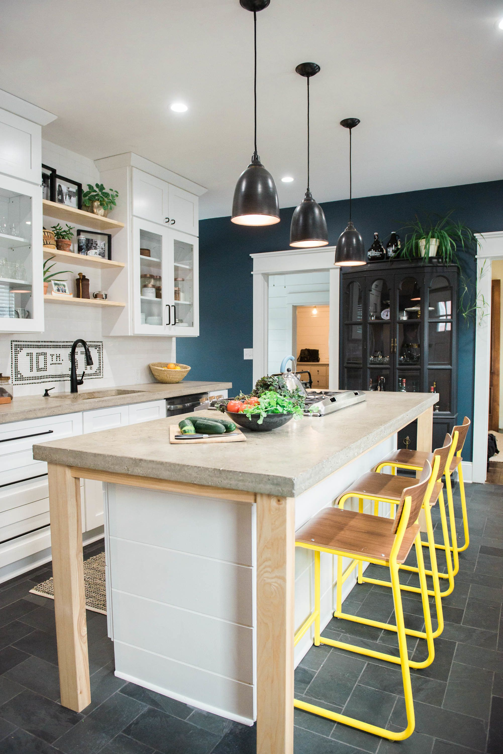 Best Paint Colors That Match This Apartment Therapy Photo Sw 400 x 300
