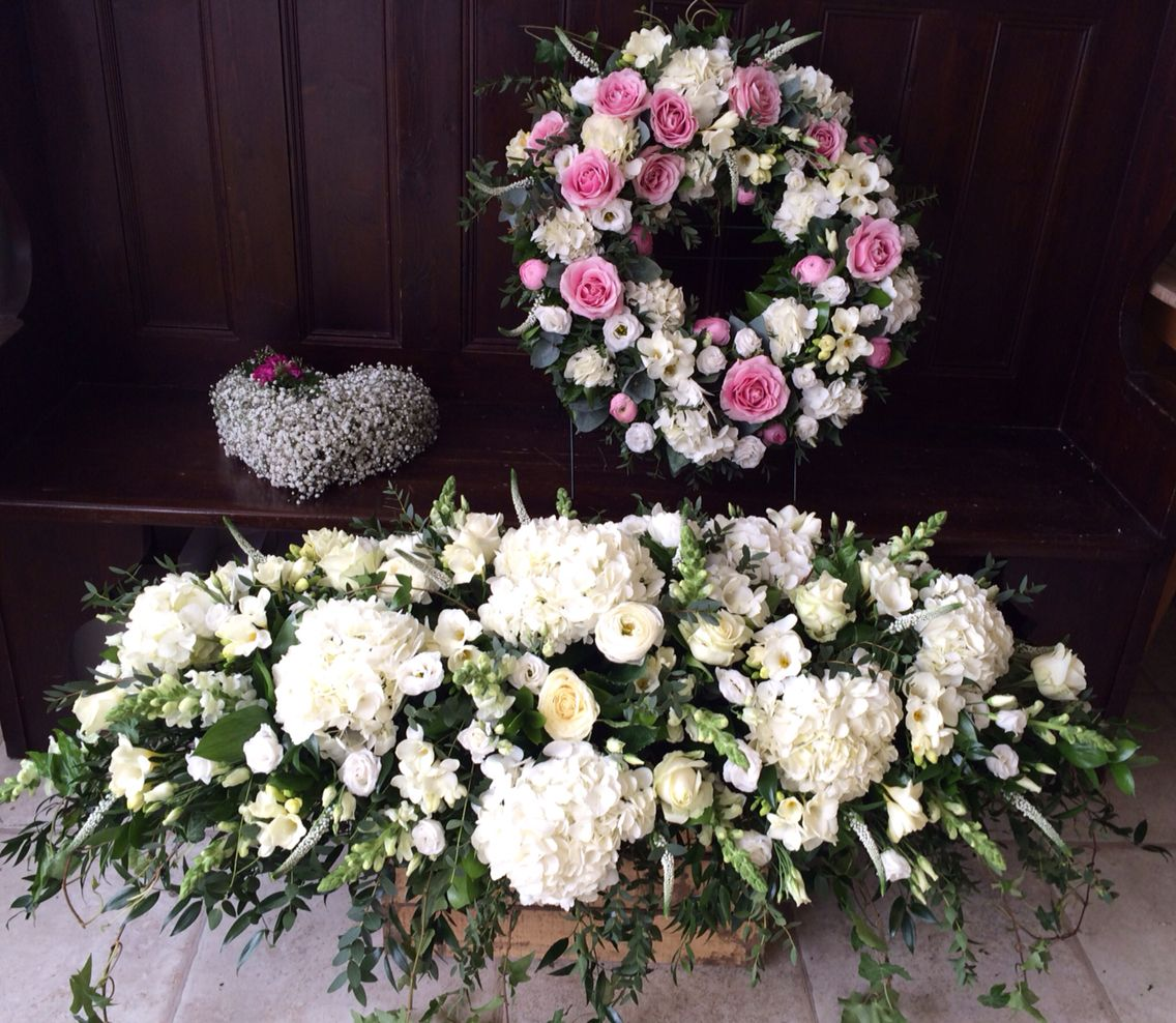 Beautiful funeral flowers from lily white florist sutton coldfield beautiful funeral flowers from lily white florist sutton coldfield izmirmasajfo Image collections