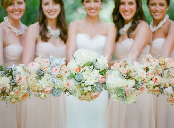 Big bouquets, beautiful spring colours!