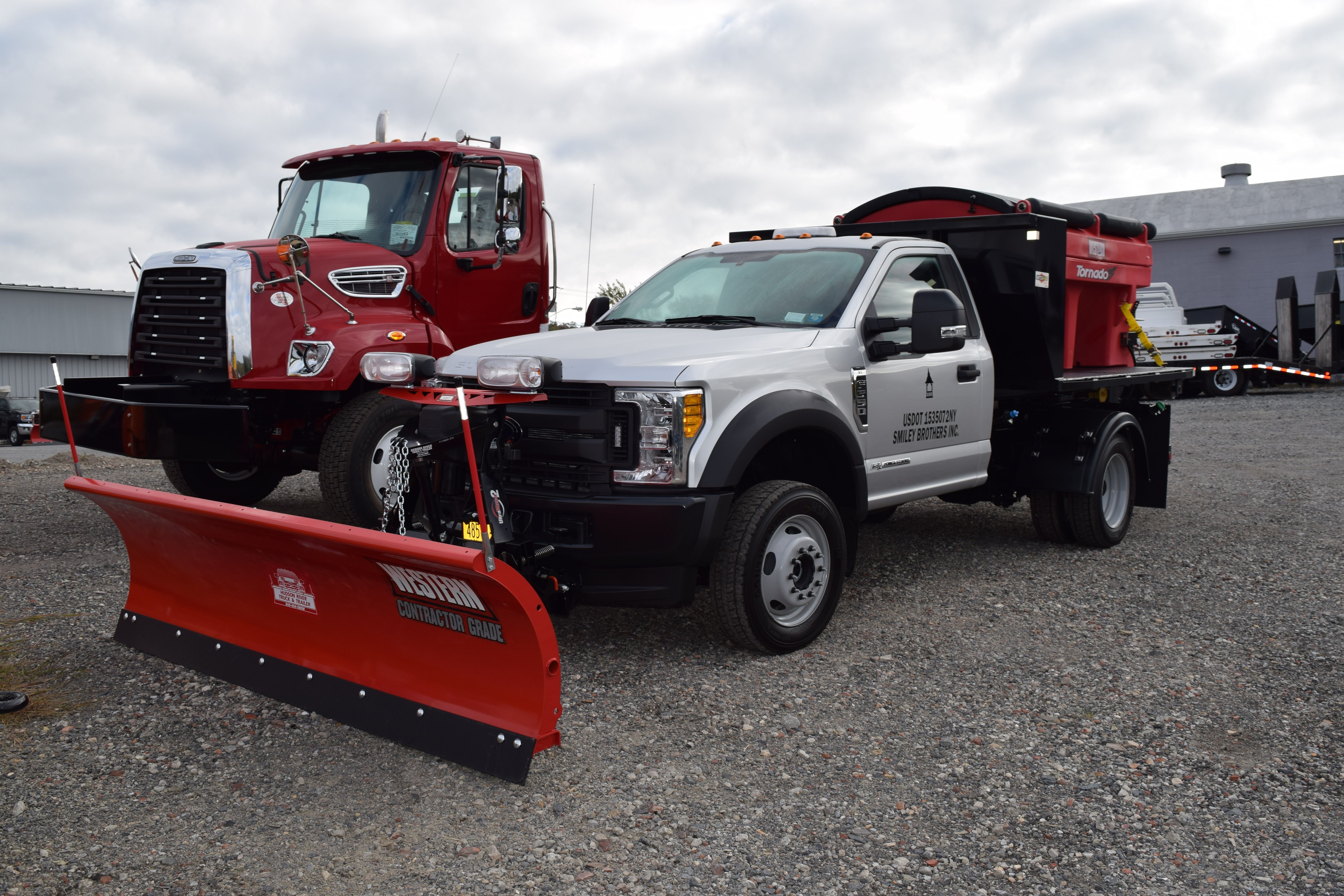 This F550 Was Outfitted With A Switch N Go Multi Body System Myers Plow Wiring Diagram Sv2 Western Plows 9 Proplus Snowplow 25 Yard Tornado Poly Sander