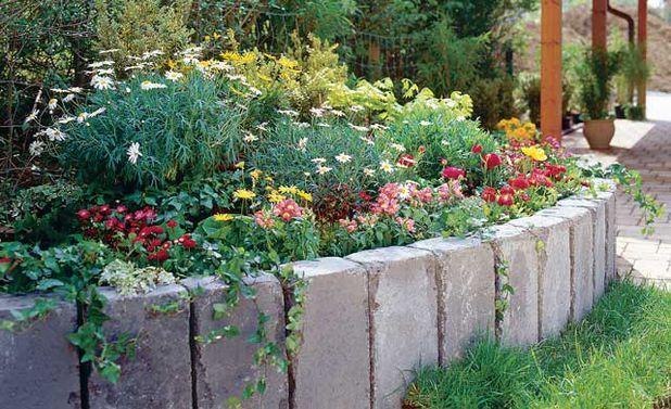 Stein Hochbeet Palisaden, Blütenpracht und Hochbeet