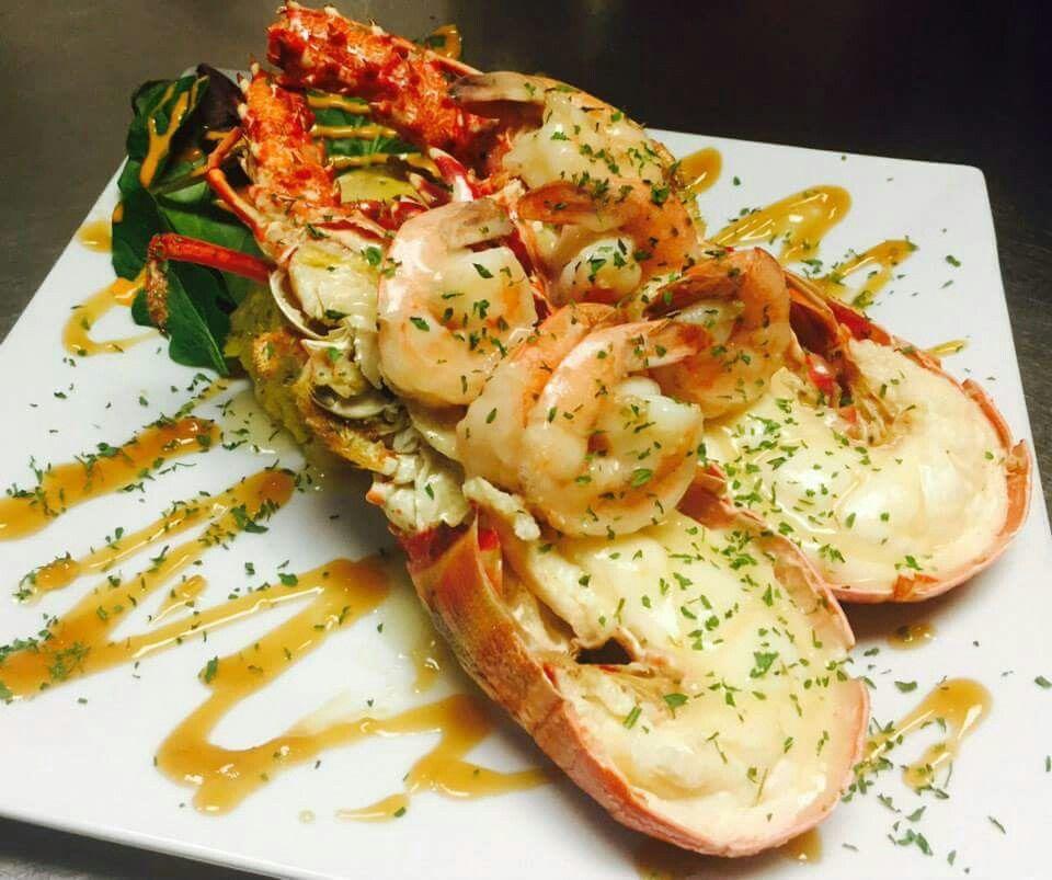 Langosta Entera Rellena De Camarones En Salsa De Marisco Food Good Eats Fish And Seafood