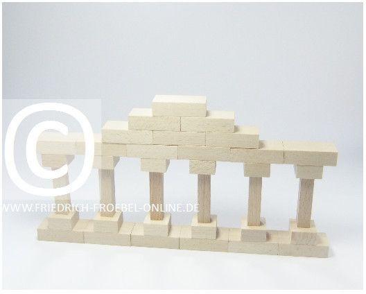 Lebensform (nach Marenholtz-Bülow) mit den Holzbausteinen der Spielgabe 6 nach Froebel -> Säulenreihe