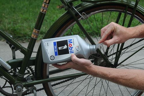 Bike 101 How To Oil Your Bicycle Chain And What To Use Bicycle Bicycle Chains Bike