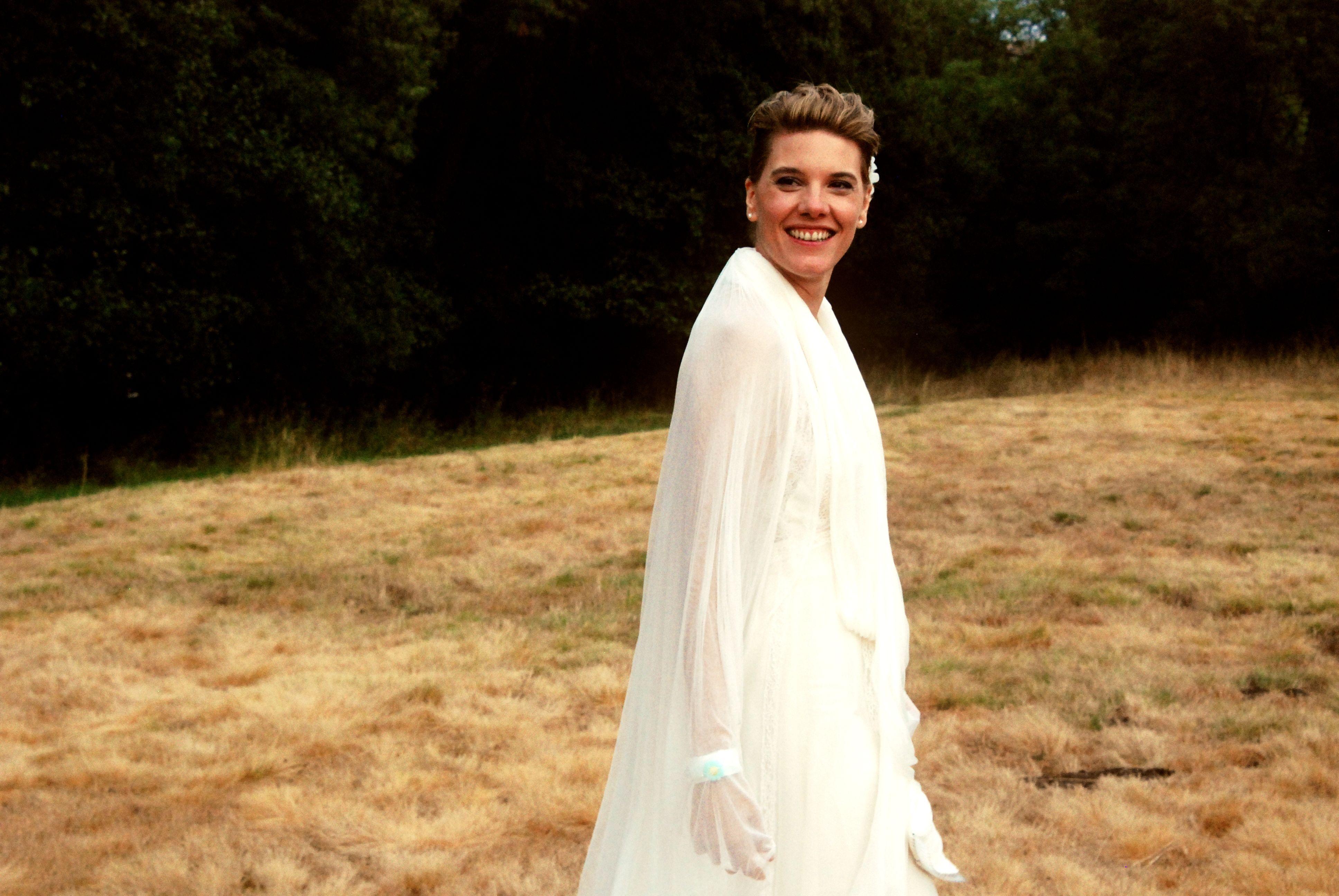 Eva, recién casada.