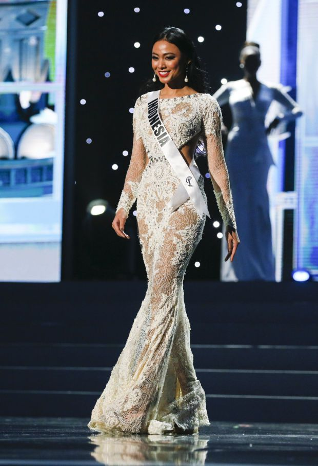 Miss Universe 2014 Elvira Devinamira Indonesia evening ...