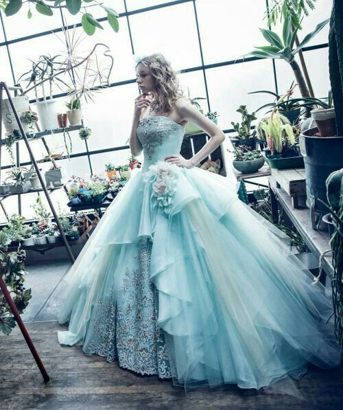 alice in wonderland wedding dress in wedding gown 2016 pantone serentity 1257