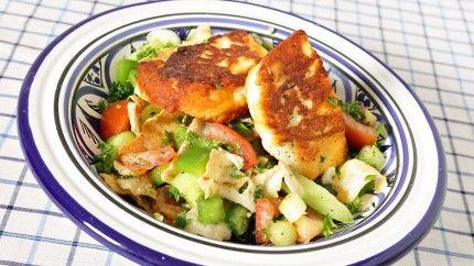 فتوش بجبن الحلوم المشوي Recipe Easy Salads Salad Food
