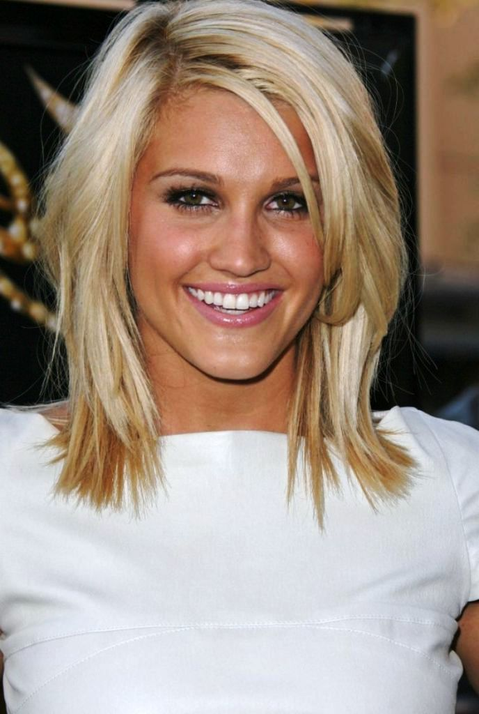 27 Medium Layered Hairstyles For Women | Round face hairstyles ...
