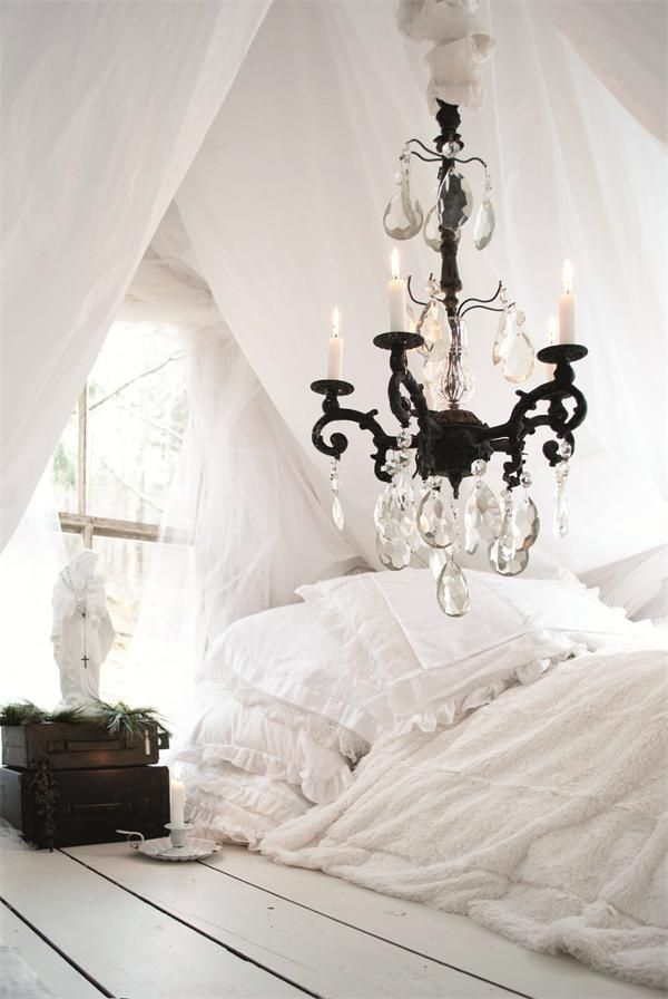 pingl par dani le sur lustres en cristal pinterest maison belle maison et deco. Black Bedroom Furniture Sets. Home Design Ideas