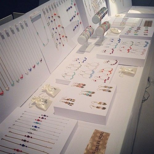 clean and organized jewelry display on a craft show table jewelry shop pinterest etre. Black Bedroom Furniture Sets. Home Design Ideas