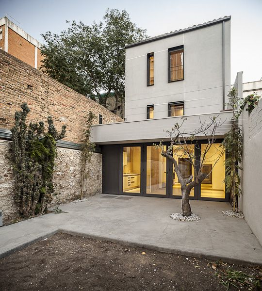 Vivienda entre medianeras casas medianeras narrow for Fachadas viviendas modernas
