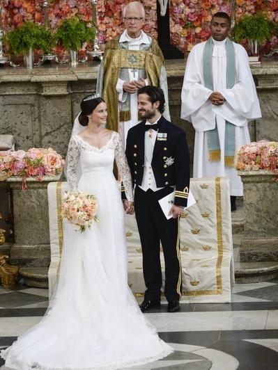 Prinz Carl Philip Und Sofia Hellqvist Die Schonsten Bilder Ihrer Hochzeit Konigliche Hochzeitskleider Royale Hochzeiten Prinz Carl Philip