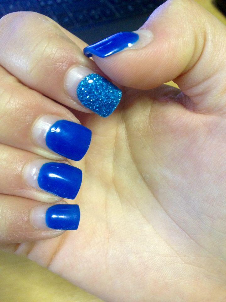 Blue nails con ricrescita