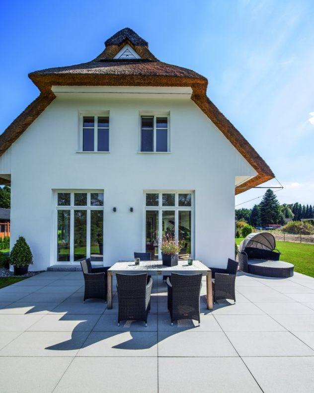 terrassenplatten senzo platten auf heller terrasse garten balkon und terrasse pinterest. Black Bedroom Furniture Sets. Home Design Ideas