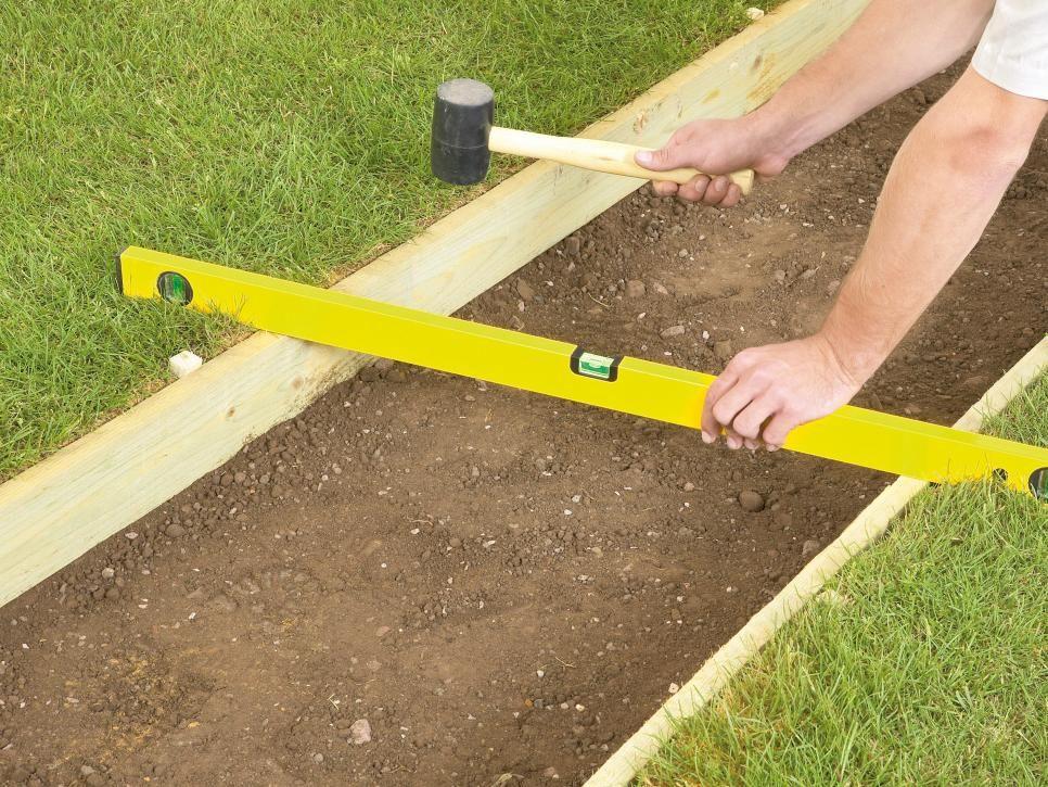 How to Lay a Gravel Pathway | Gravel walkway, Gravel ...