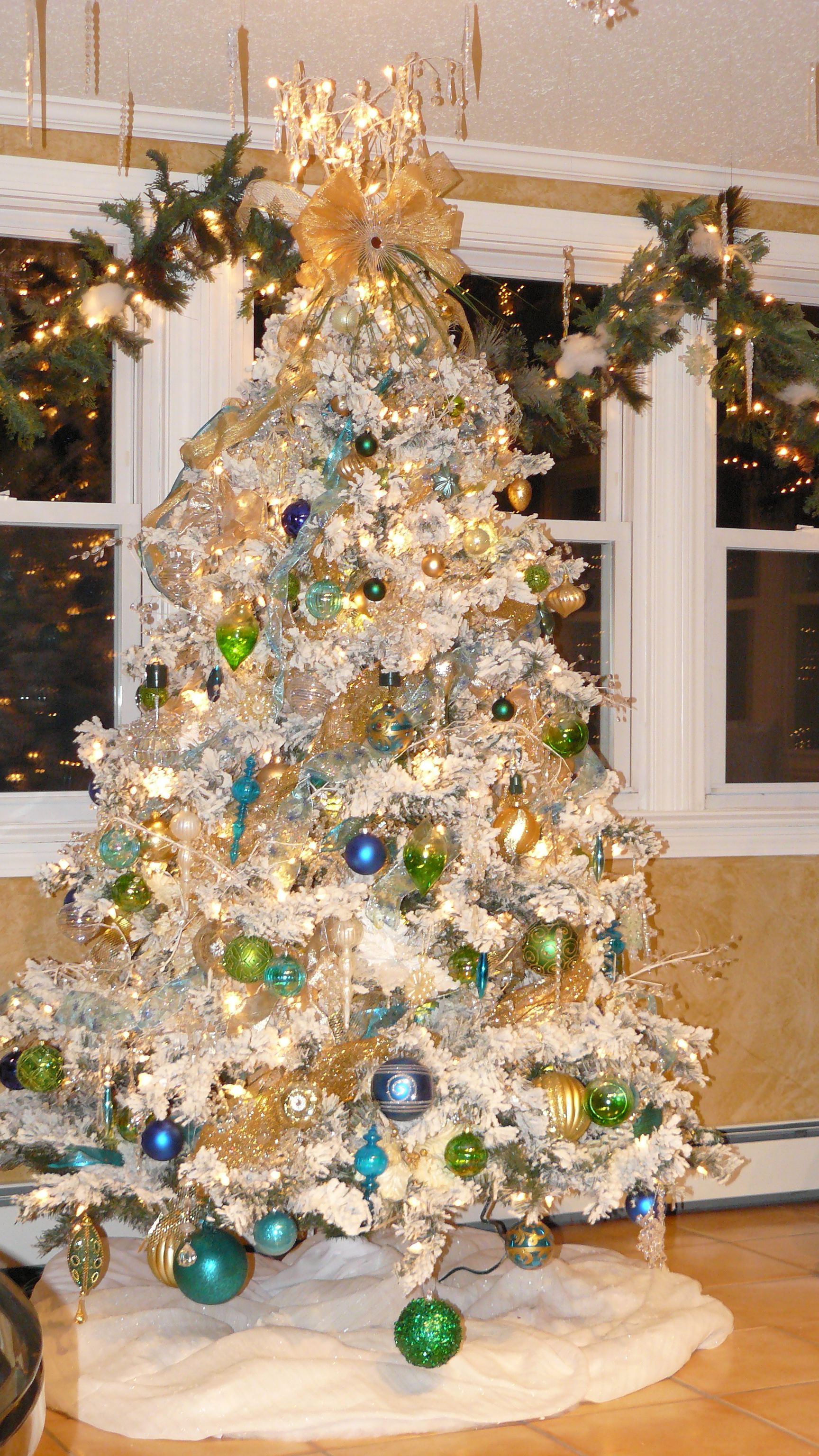 6.5 Flocked Alaskan Christmas tree with warm white lights