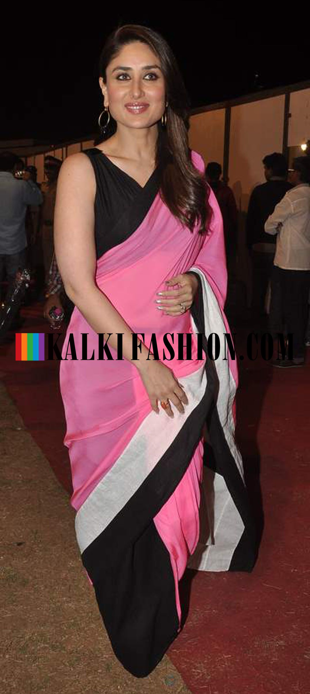 http://www.kalkifashion.com/ Kareena Kapoor turned up in a Half and ...