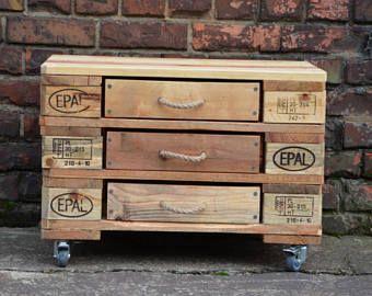 commode industrielle en palette 3 tiroirs pinterest commode industrielle. Black Bedroom Furniture Sets. Home Design Ideas