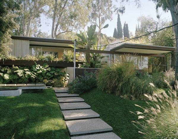 Richard Neutra and Vogue -   23 mid century modern garden ideas