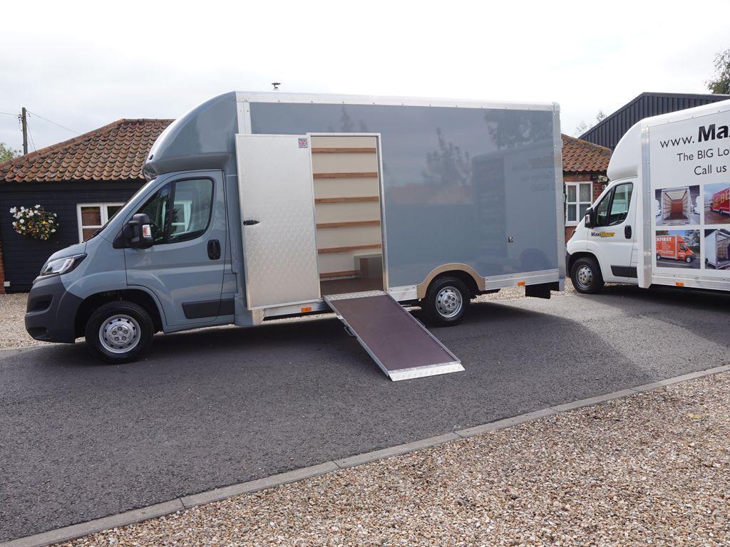 16e705c5b92f80 Low Floor Luton Van with Side Door and Loading Ramp