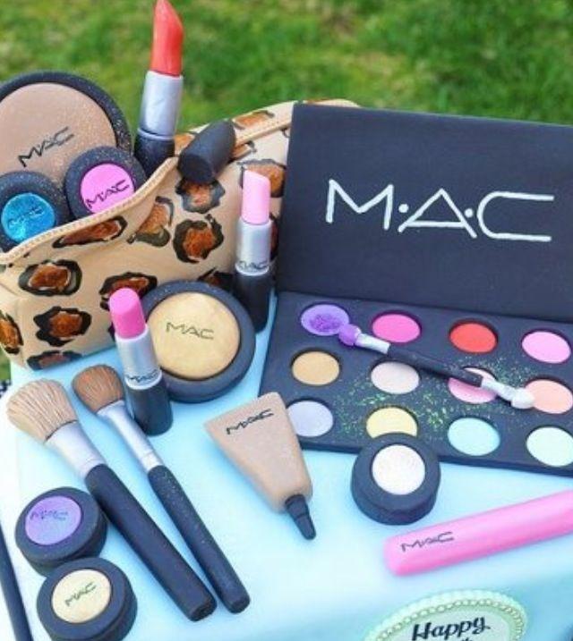 For all my Makeup Artist Friends Have a wonderful season MAC