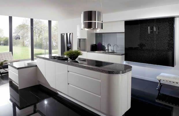 Diese #Granit #Arbeitsplatte und die weißen Küchenschränken ...