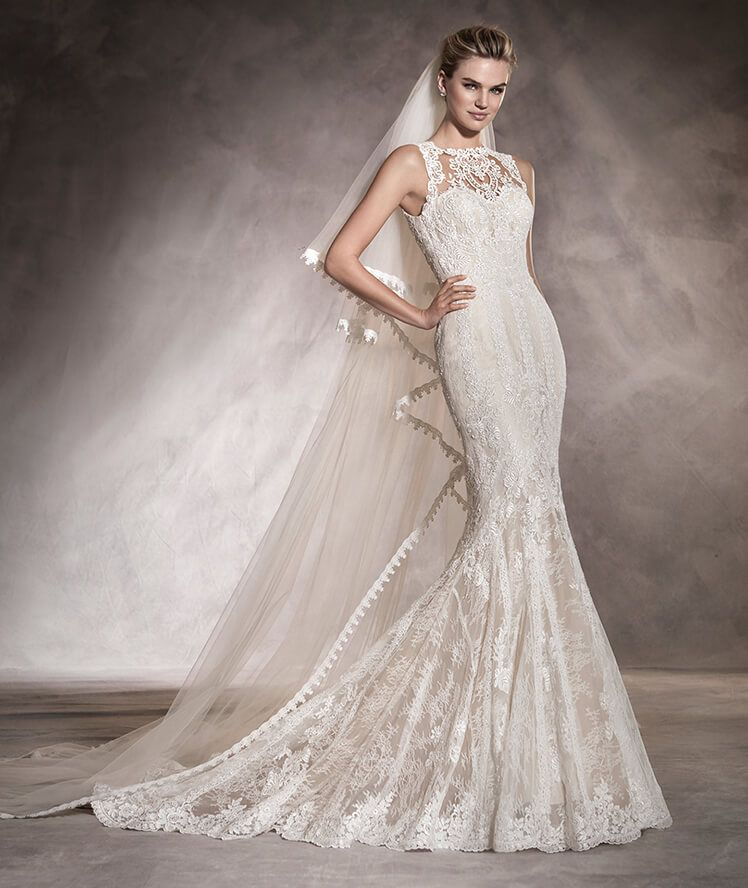 AURA - Wedding dress in tulle and lace with a round neckline and ...