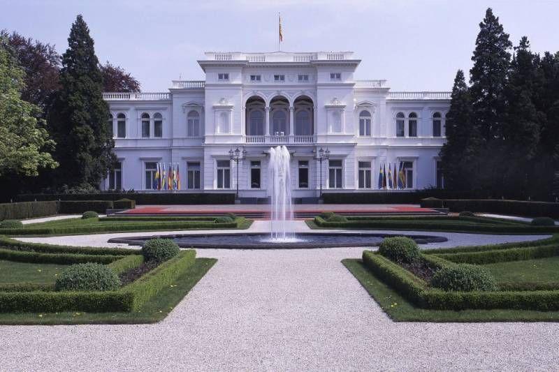 Villa Hammerschmidt Ehem Sitz Des Bundesprasidenten In Bonn Architektur Architektur Deutschland Burgen Bonn Villa