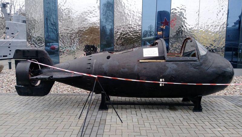 Was midget russian submarine triton