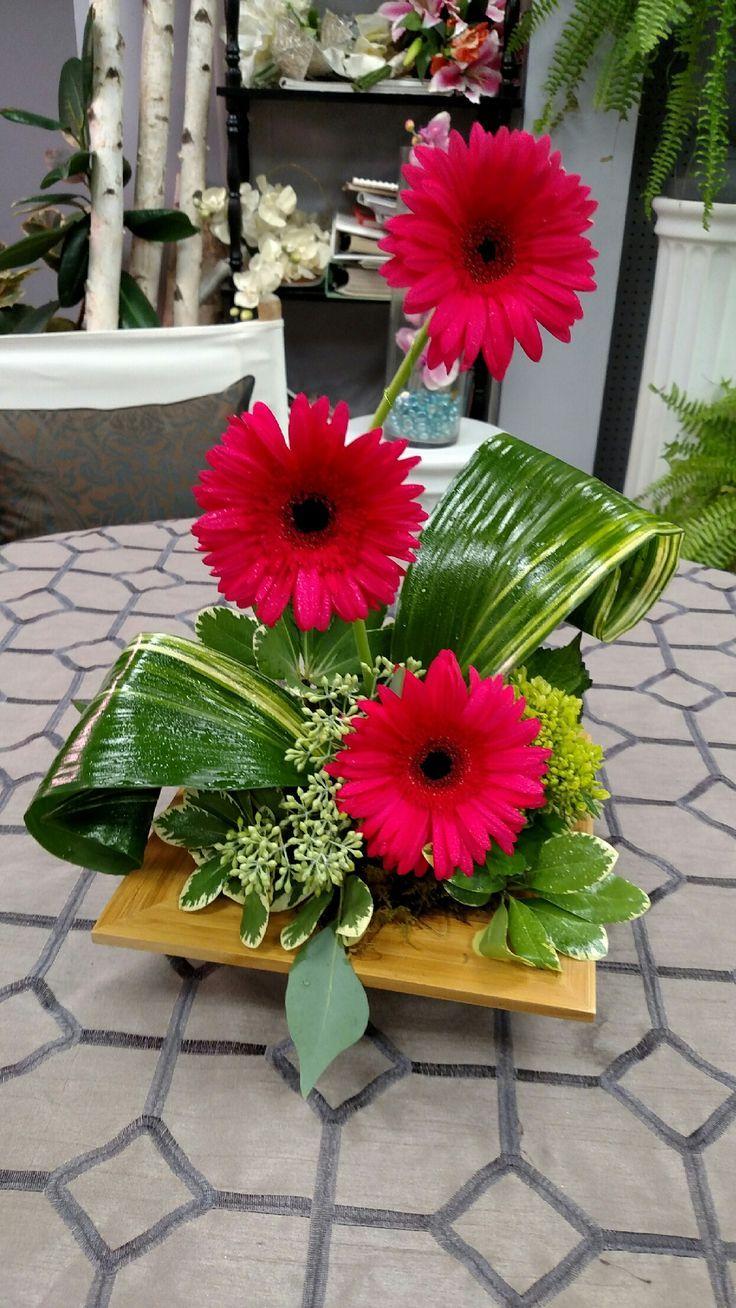 Image Result For Modern Gerbera Daisy Arrangements Arrangement De Fleurs Fraiches Arrangements Floraux De Noel Fleur Decoration