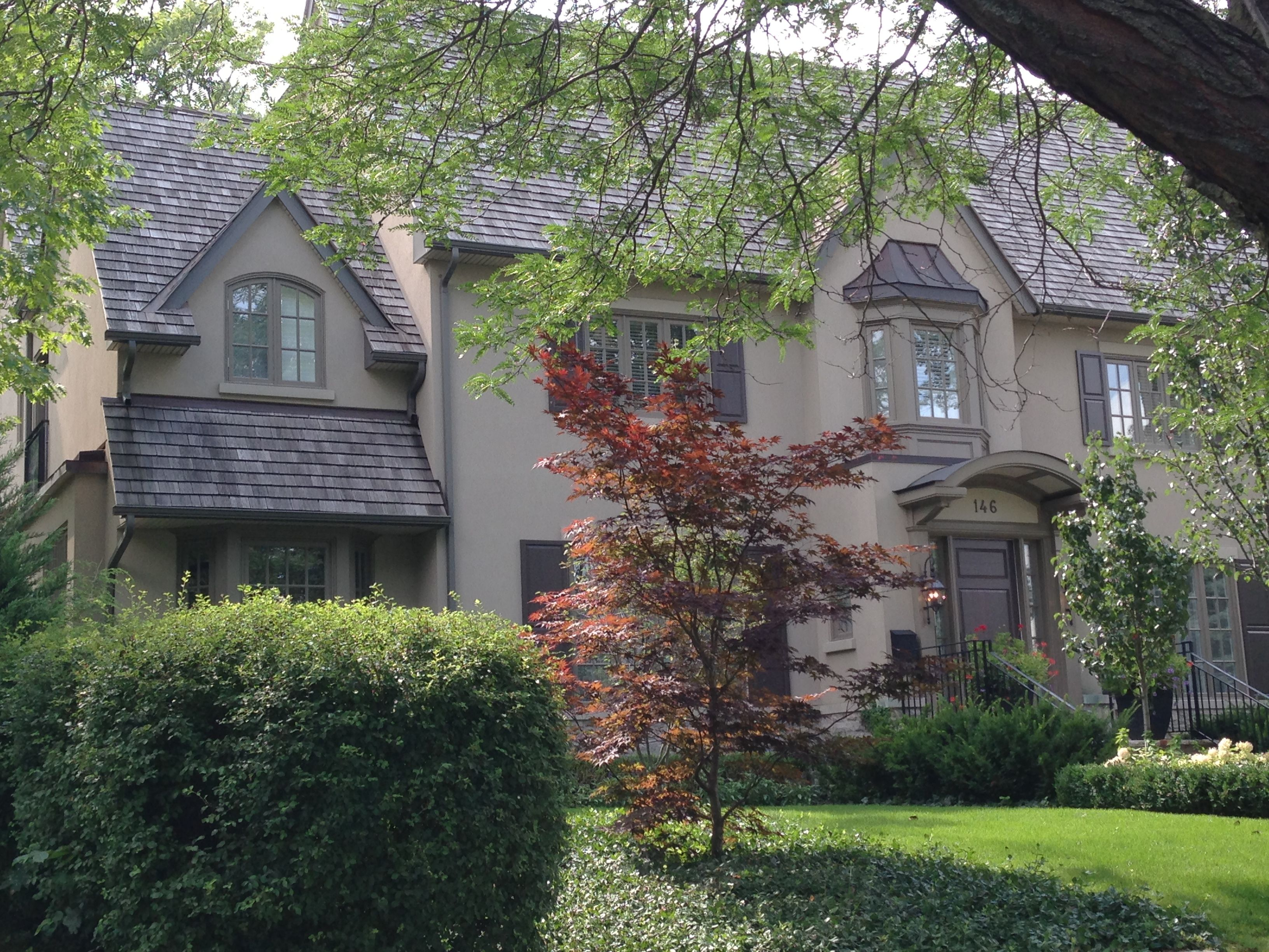 Lovely taupe stucco home in Forest Hill, Toronto | stucco ...