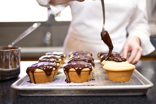Pin By Sophἰe On Baked Fresh Daily Boston Cream Cupcakes Boston