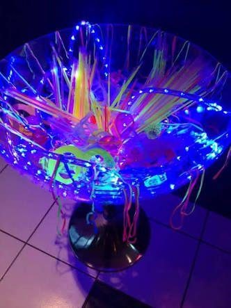 Resultado de imagem para festas neon Cams sick as partay - sweet 16 halloween party ideas