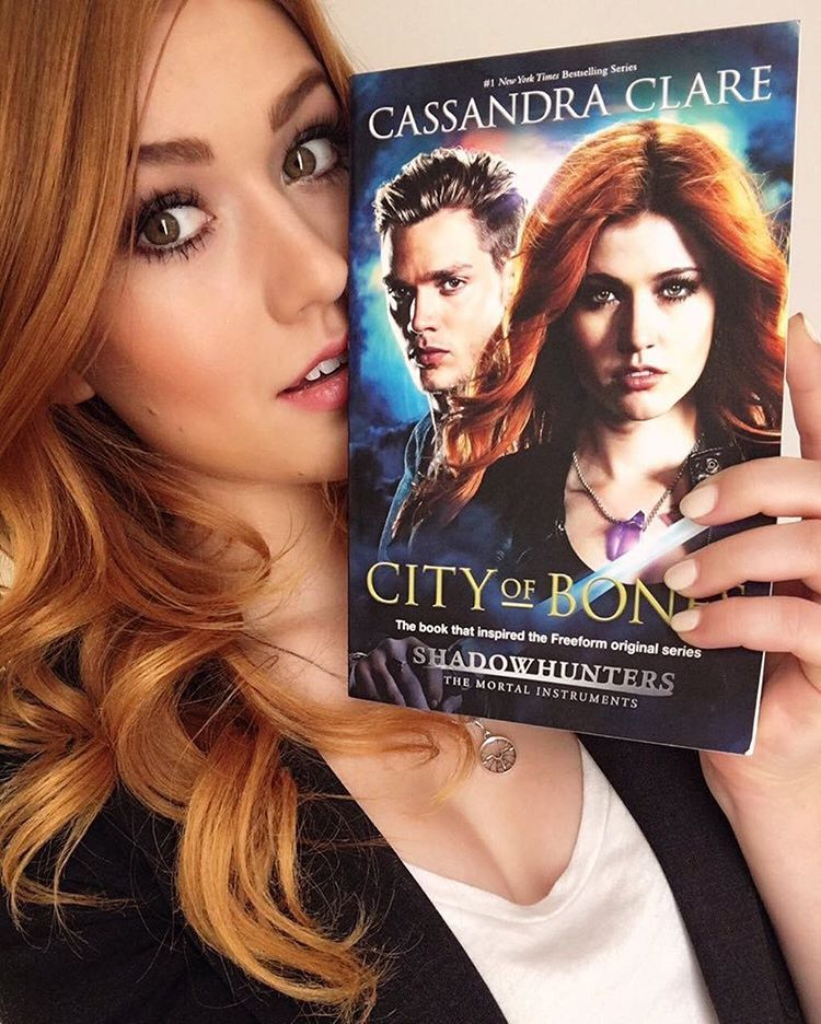 Kat With The City Of Bones Tv Tie In Edition Shadowhunters Disneyreadsday Via Kitkatsmeow Shadowhunters Shadowhunters Series Katherine Mcnamara