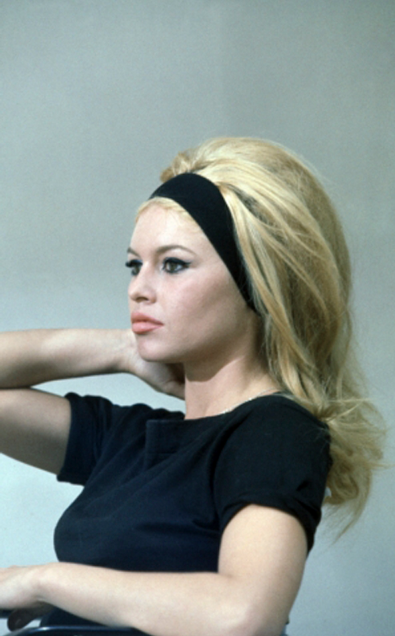 Pin By Elizabeth Meigher On Portrait Of A Lady Headband Hairstyles Vintage Hairstyles 1960 Hairstyles