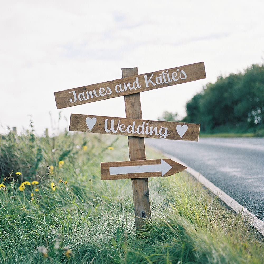 Funny Wedding Entrance Ideas: How Cute Is This Wedding Signpost? ️ #wedding