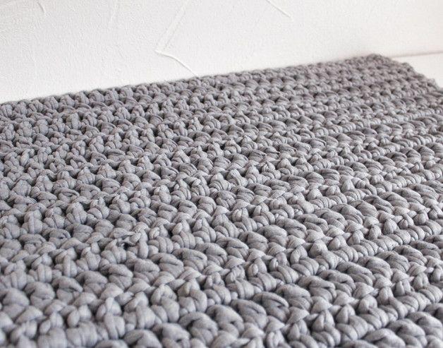Badezimmergarnitur grau ~ Gehäkelter lÄufer badematte teppich grau deko häkeln