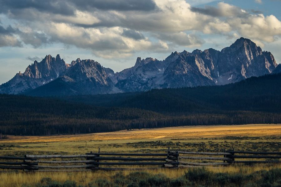 The Top 5 Adventures In The Sawtooth Mountains Sawtooth Mountains Idaho Travel Idaho Vacation