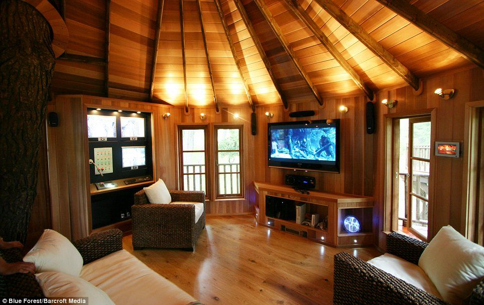 Now That S How To Enjoy The High Life The Luxury Tree Houses That Sell For 250 000 Luxury Tree Houses Tree House Interior Cool Tree Houses