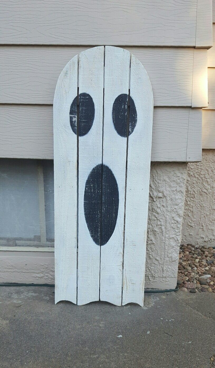 Pallet Ghost With Images Wood Halloween Decorations Halloween