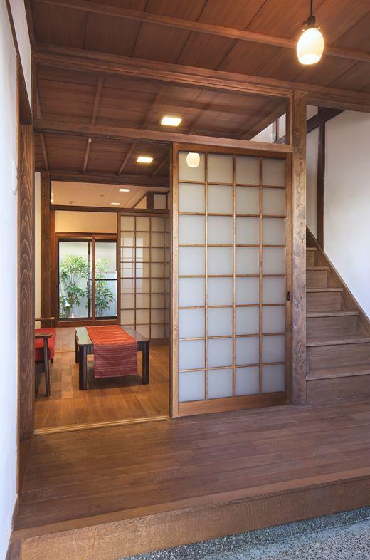 公園前のレトロな家 施工事例 家 自宅で 部屋 デザイン