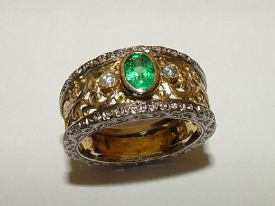 Mesmerizing Italian Gold Ring Florentine Emerald and Gold Ring