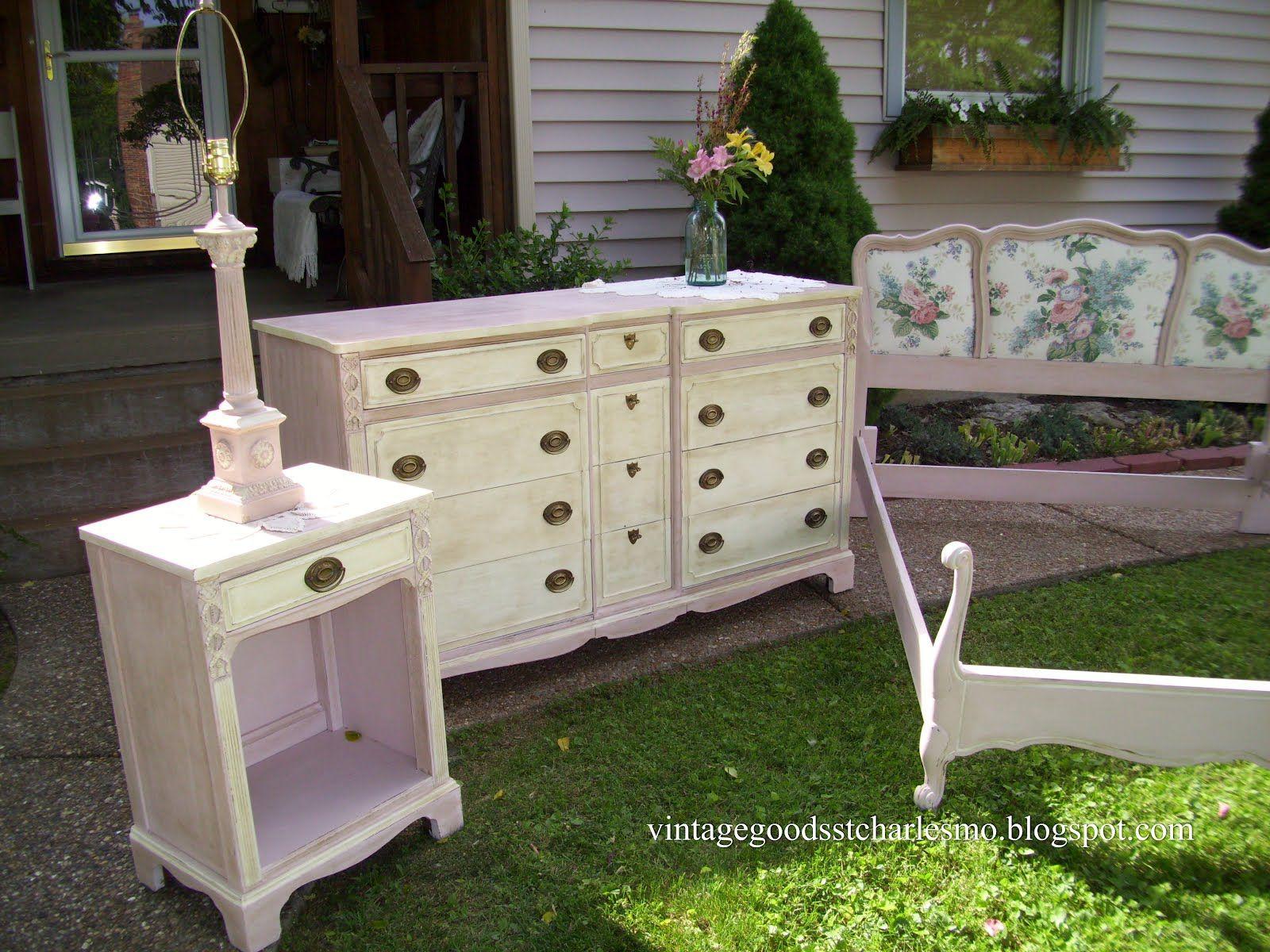 """""""Vintage Goods"""": Sweet Dreams Antoinette and old white dark wax"""