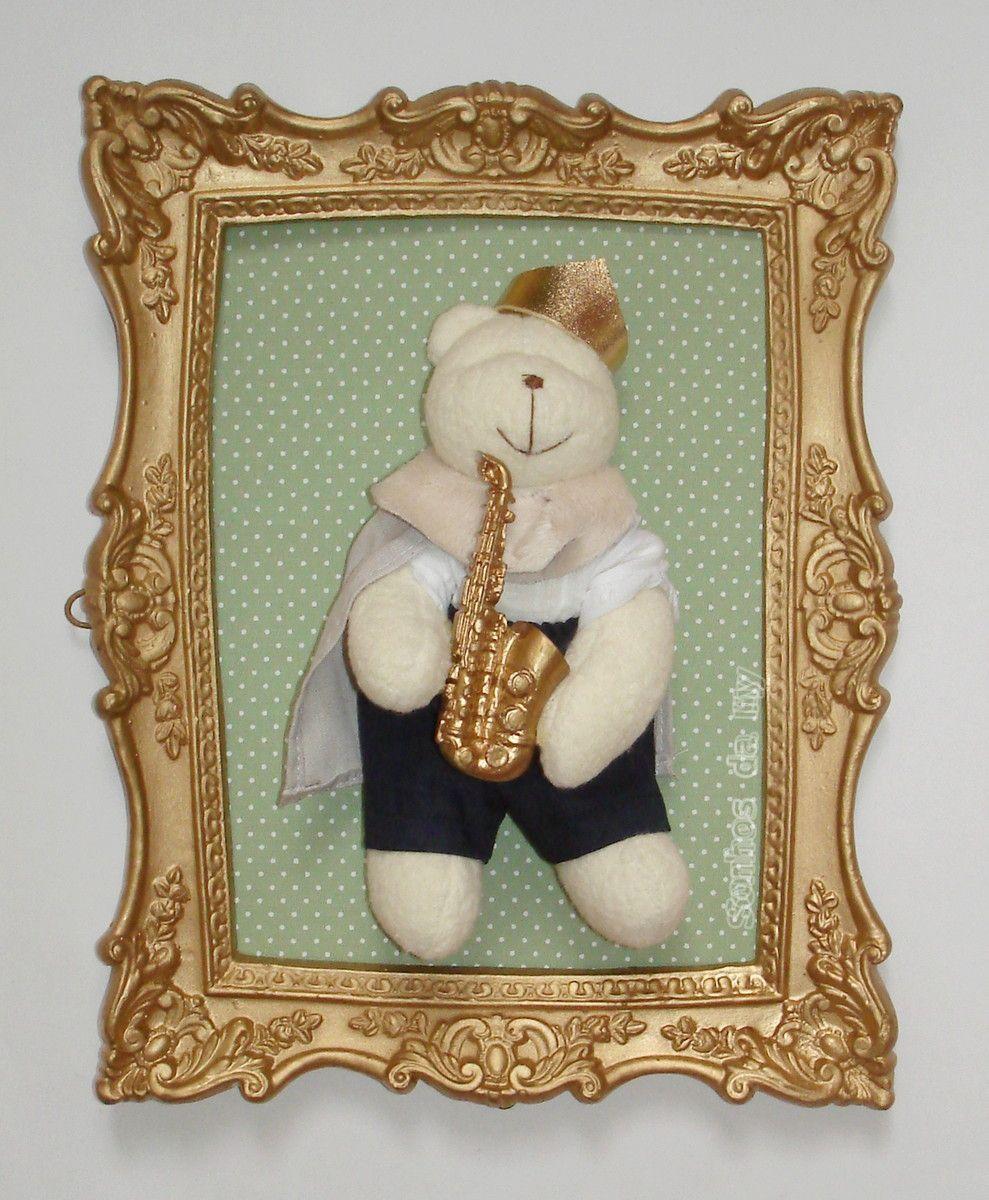 Duo de quadros dourados, fundo verde poá marrom, aplique de urso com ...